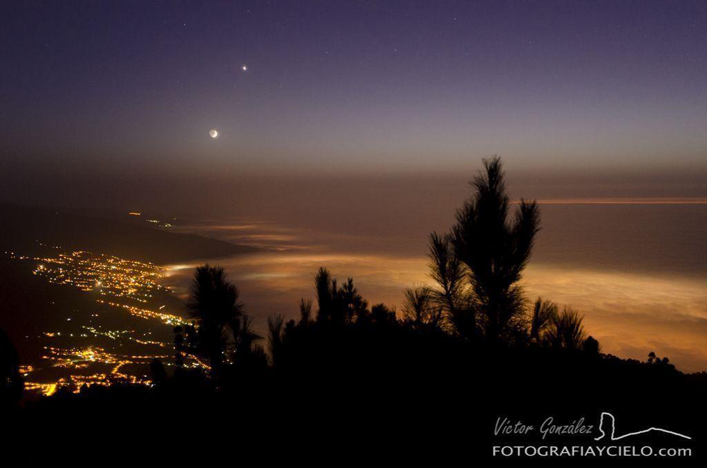 Mar de Nubes con la Luna y Venus