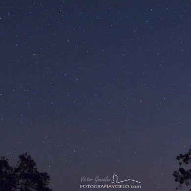 Paisaje con el cometa C/2013 R1 Lovejoy