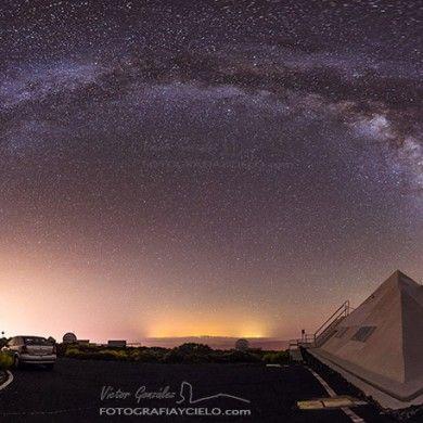 Arco de la Vía Láctea y Pirámide en el Observatorio del Teide