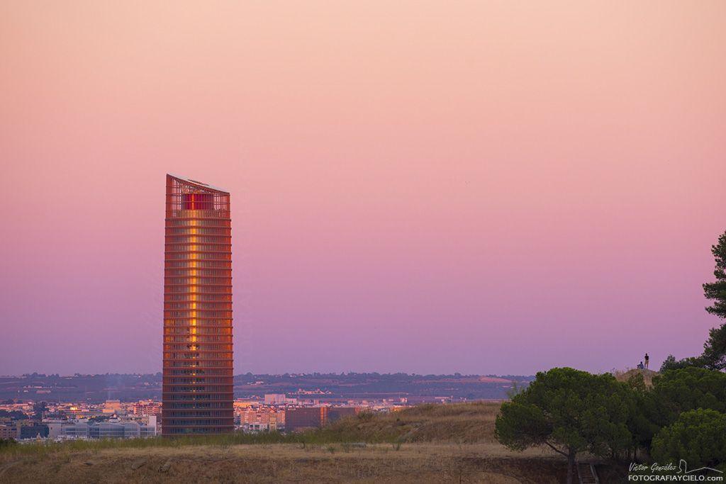 Torre Pelli, Sevilla, al atardecer